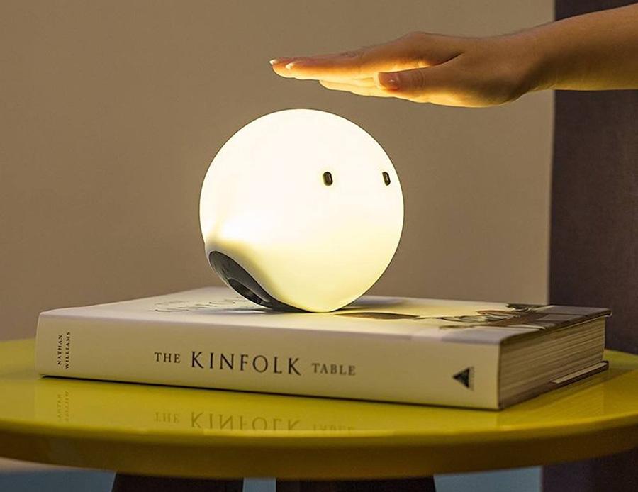 ของใช้ไฮเทคเก๋ ๆ สำหรับบ้านของคนรุ่นใหม่ - โคมไฟระบบสัมผัสที่ให้แสงสวยและหน้าตาน่าเอ็นดู (Elfy Smart Connected Lamp)