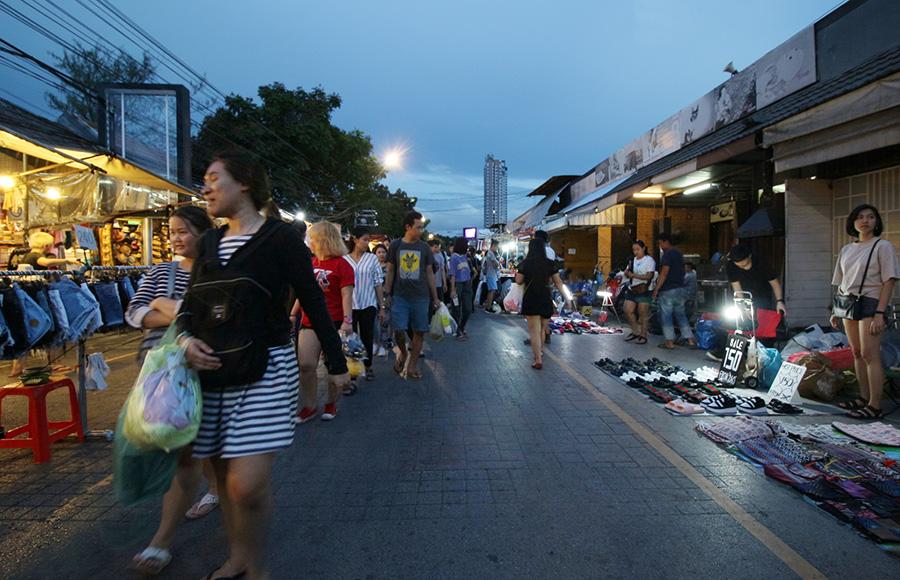 10 ตลาดนัดสุดชิลล์ แหล่งแฮงก์เอาท์หลังเลิกงาน - ตลาดนัดกลางคืนสวนจตุจักร