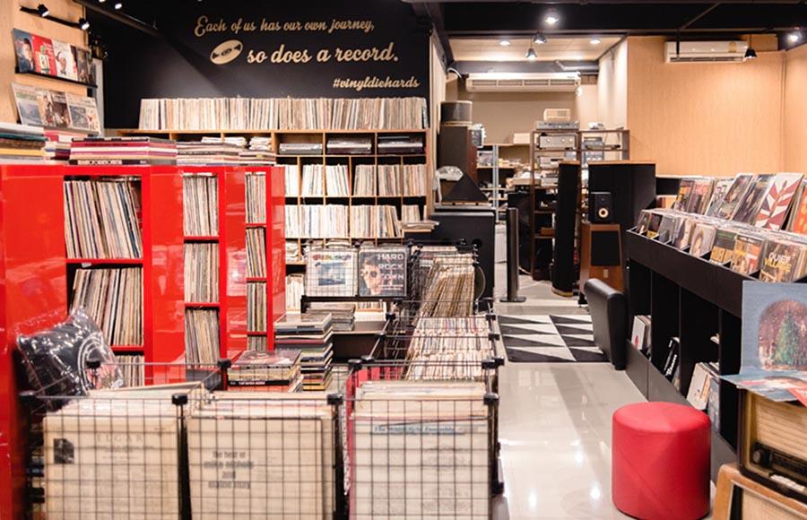 บางนา อาณาจักรแห่งความสุข - Vinyl Die Hards
