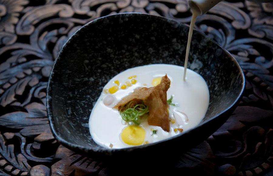 ร้านอาหารไทยร่วมสมัย ที่ดังไกลไปทั่วโลก - ร้านสระบัว บาย กิน กิน (SRA BUA by KIIN-KIIN)